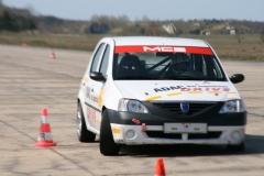 Slalomtraining mit dem Dacia